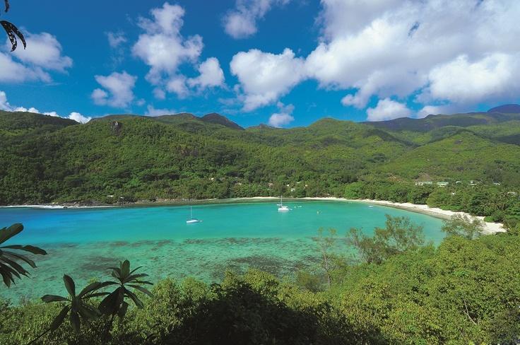 Les #Seychelles . Archipel magique situé juste sous l'équateur, aux vastes plages et aux récifs coralliens étincelants, les Seychelles bénéficient d'un riche héritage culturel et d'un décor naturel époustouflant. http://vp.etr.im/f79a