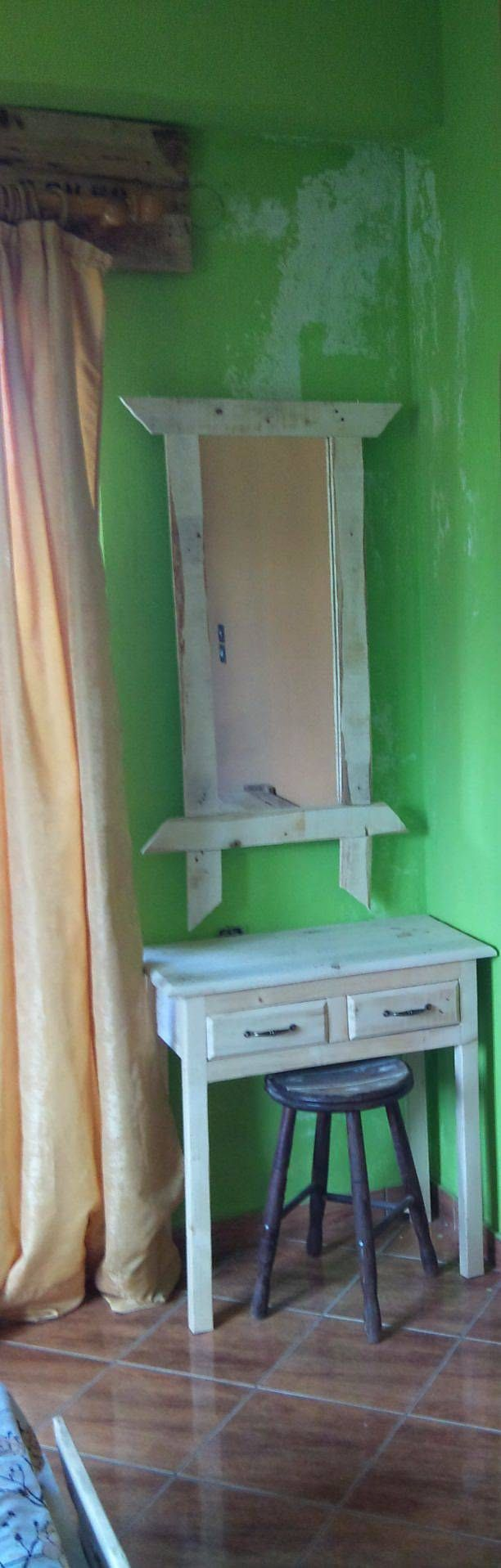 Pallet Makeup Table With Mirror #PalletFurniture, #PalletTable, #RecycledPallet, #RepurposedPallet