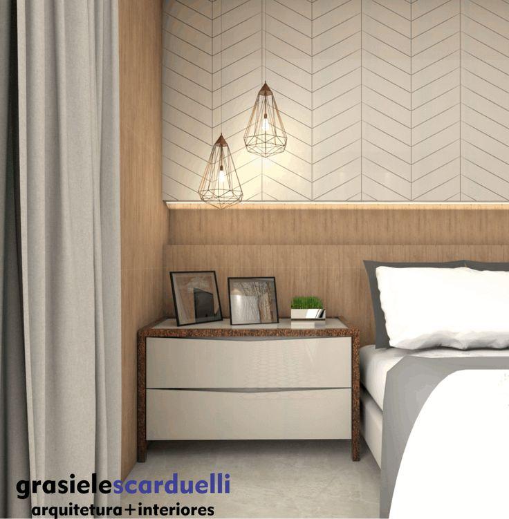 Suíte de casal utilizando materiais naturais, cores neutras e claras. O design buscou o uso de mobiliário minimalista. A cabeceira da cama utilizou-se painel laqueado branco com desenhos geométrico…