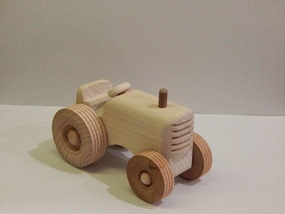 Tracteur jouet en bois faits à la main voiture par miroswoodworking                                                                                                                                                                                 Plus
