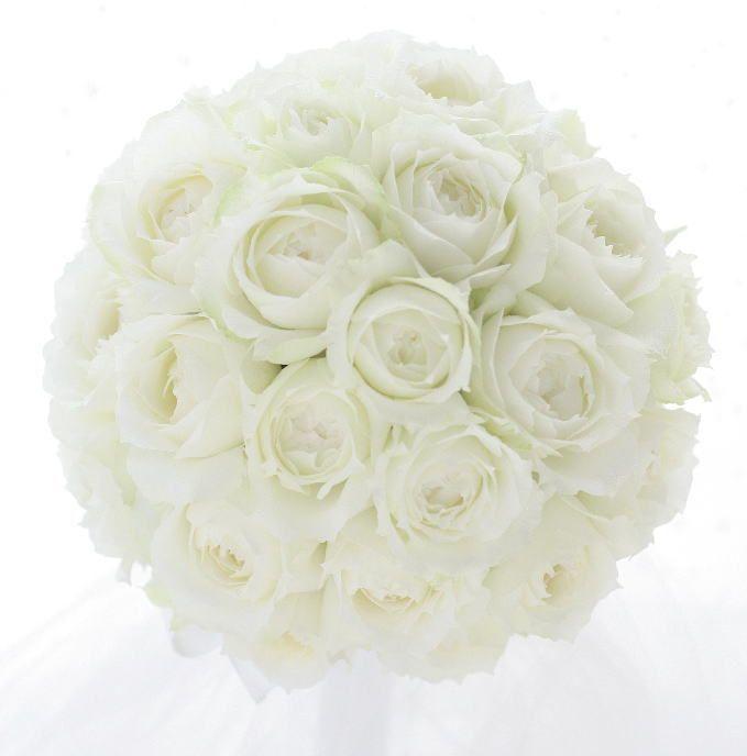 シャインホワイト、という名前のバラです。60輪、バラだけで作るラウンドブーケ。昨日に引き続きホテルパークハイアット東京様へお届けした花です。このブログ、「...