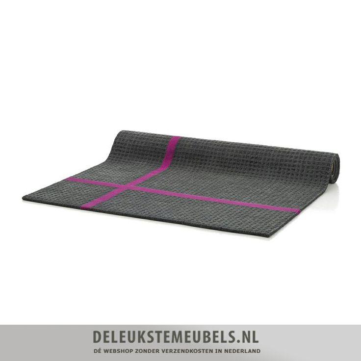 Dit hippe karpet Trap is een aanwinst voor je woonkamer. Het kleed heeft een mooie grijze kleur met twee fuchsia lijnen. Dit geeft een strakke uitstraling aan je interieur! Vergeet niet de rest van je huis af te stylen met leuke accessoires!  http://www.deleukstemeubels.nl/nl/trap-karpet-160x230cm/g63/p1557/