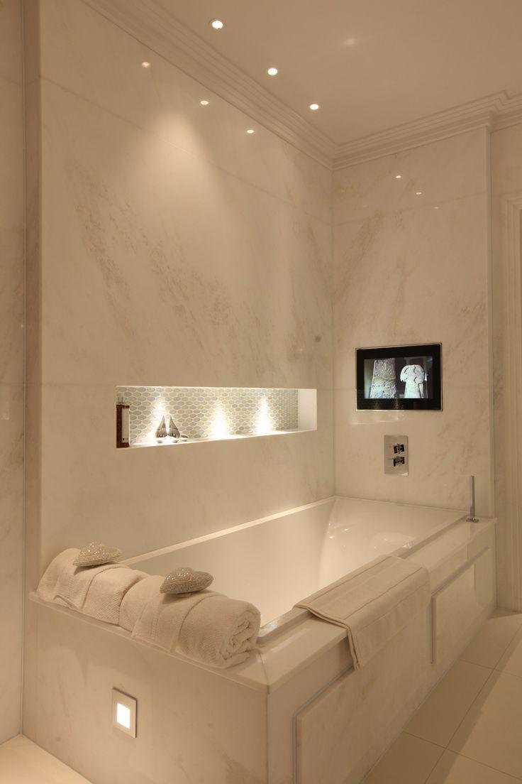 Ter uma TV no banheiro, com uma banheira dessas, não seria nada mau!
