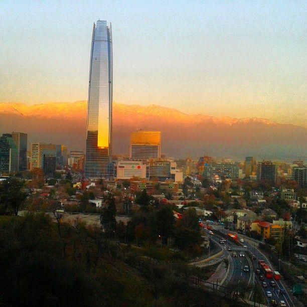 Costanera Center in Providencia, Metropolitana de Santiago de Chile  el centro comercial está abierto de 10 de la mañana a 10 de la noche . Hay tiendas en el interior