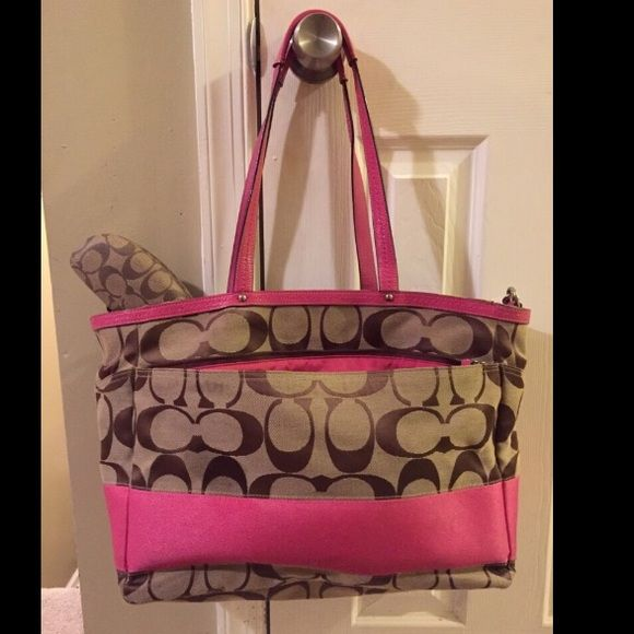 Coach diaper bag/ purse Coach diaper bag that can also be used as an oversized purse. Coach sunglass case included. Great condition Coach Bags Baby Bags