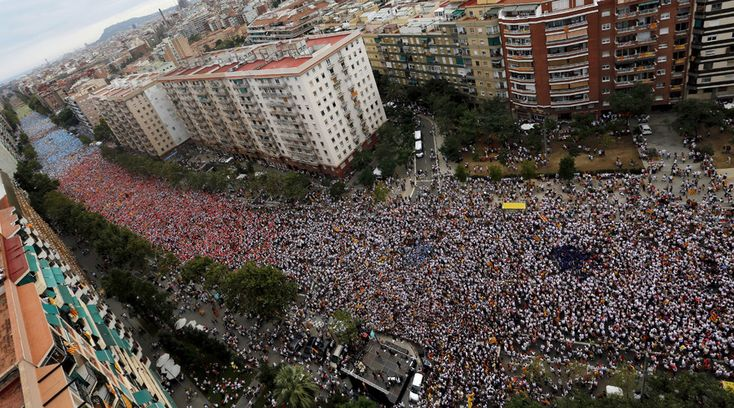 """Catalan pro-independence supporters take part in a demonstration, called """"Via Lliure a la Republica Catalana"""" (free way to the Republic of Catalonia) at during the """"Diada de Catalunya"""" (Catalunya's National day) in Barcelona, Spain, September 11, 2015. © Albert Gea"""