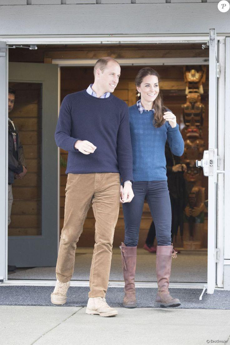 Kate Middleton et le prince William, duchesse et duc de Cambridge, ont pris part à une cérémonie de bienvenue traditionnelle lors de leur rencontre avec la nation Heiltsuk à la réserve amérindienne de Bella Bella le 26 septembre 2016, au troisième jour de leur visite officielle au Canada.