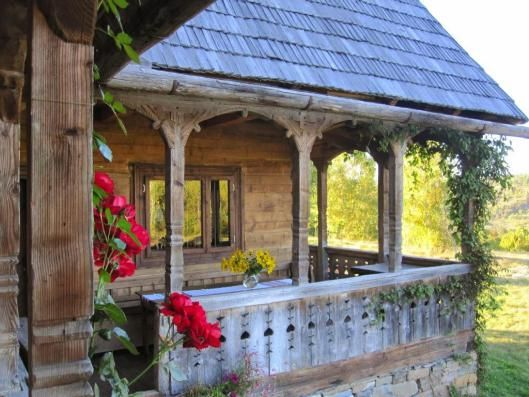 traditional-romanian-peasant-houses-architecture-pridvor