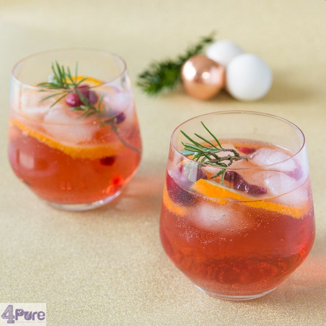 Christmas punch - English recipe - A delicious drink to serve with Christmas, this punch is filled with orange, cranberries, pomegranate, pomegranate juice, rosemary and a delicious rosé prosecco.