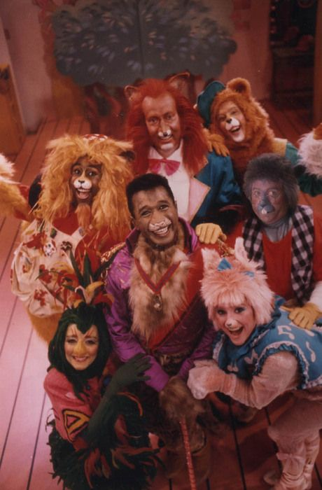 Zoobilee Zoo. I used to watch this at my grandparents house ALLL the time! LOVED it- I still remember the theme song!