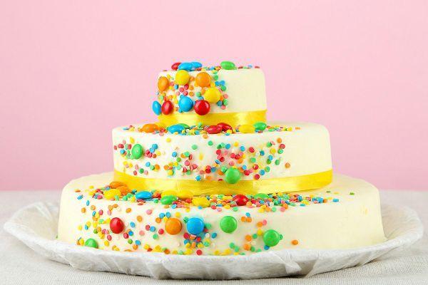 Torte di compleanno fatte con le caramelle (FOTO)   Torta di compleanno colorata (FOTO)   FOTO