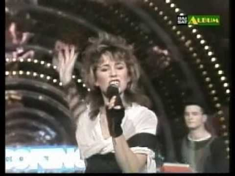 "Vicky Larraz (Olé Olé) ""No controles"" - YouTube"