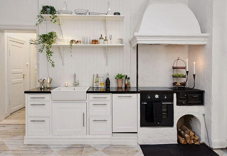 My Bohemic home: Lantkök med vedspis och smeg