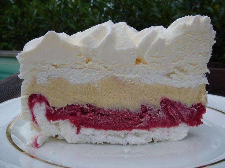 Pour les amateurs de dessert glacé, un gâteau facile à réaliser nécessitant peu de moyens ; ni turbine à glace ni sorbetière. Le résultat est stupéfiant vous ne trouvez pas. Ingrédients pour 6-8 personnes…