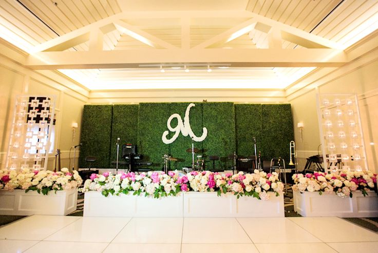 Boxwood Wall Stage Backdrop With Lush Floral Bandstandlove The Floral Initial