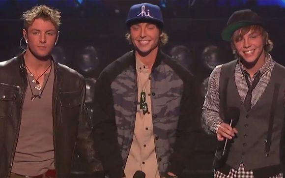 """Durante os shows da noite de quarta (5) do """"The X Factor USA"""", uma das músicas apresentadas pelo Emblem3 foi """"Forever Young"""", clássico do Alphaville. Logo após o show, fãs do One Direction protestaram no Twitter contra o Emblem3, já que o grupo britânico também interpretou a mesma música durante a """"The X Factor Tour"""". Apesar dos protestos, a escolha da música cantada pelo Emblem3 foi do público, através do """"Pepsi Challenge choice"""". Assista aos dois grupos cantando """"Forever Young""""!"""