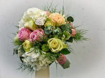 zwischen Sand und Muscheln, begann die gemeinsame Zukunft  #Hochzeit #Brautstrauß #Biedermeier #Jawort #Floristik #Rosen #Hortensien EBK-Blumenmönche Blumenhaus – Google+