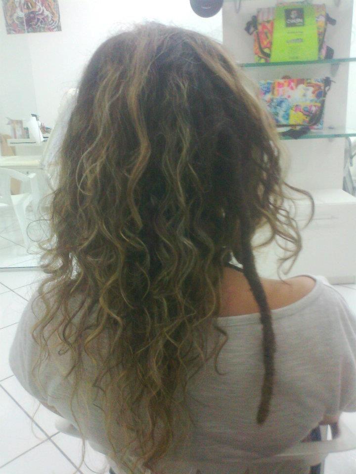Um lock com alongamento no cabelo de Fernanda Freitas