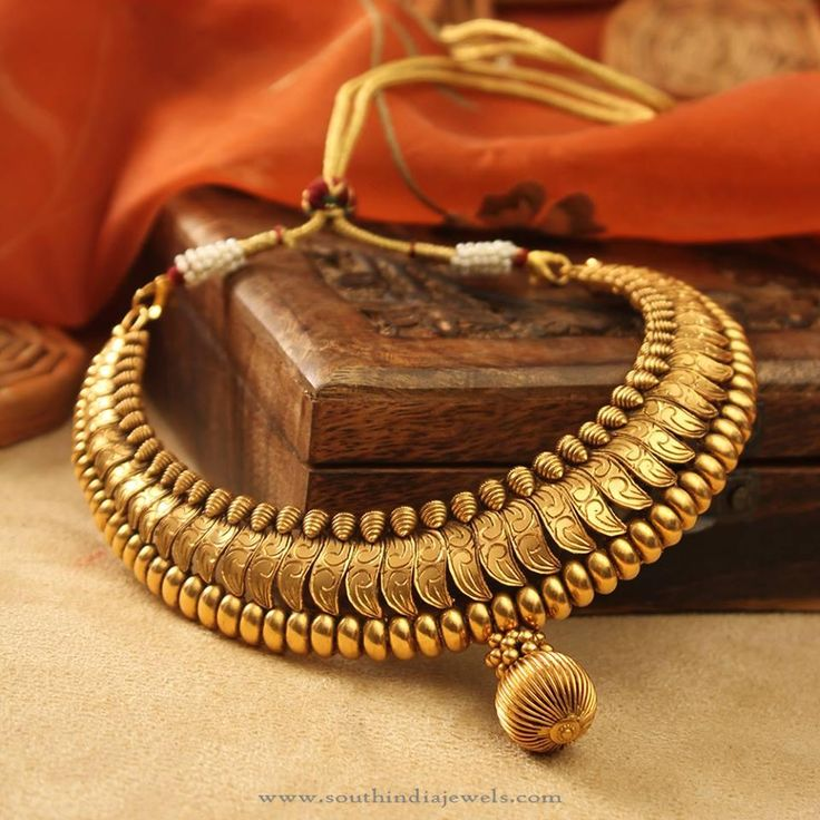 22 Carat Antique Gold Necklace from Manubhai