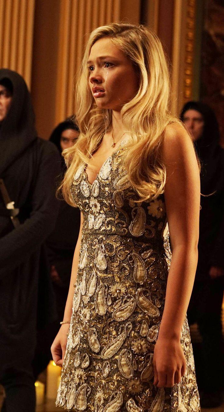 Gotham 2x11 - Silver St. Cloud (Natalie Alyn Lind) HQ