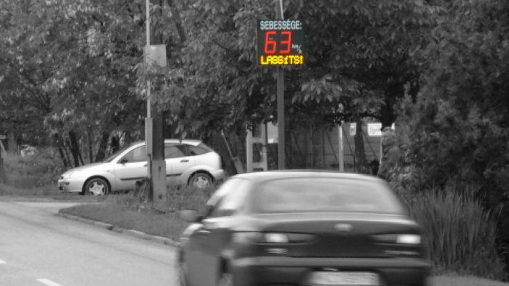 A sebességmérő táblák felhívják a figyelmünket arra, ha túl gyorsan hajtunk - éppen ezért fontos, hogy jól láthatóak és olvashatóak legyenek!  http://www.latnifogod.hu/sebessegmerok.html