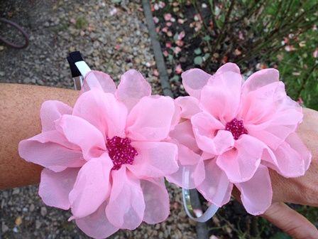Floare roz (15 LEI la nicolebijou.breslo.ro)