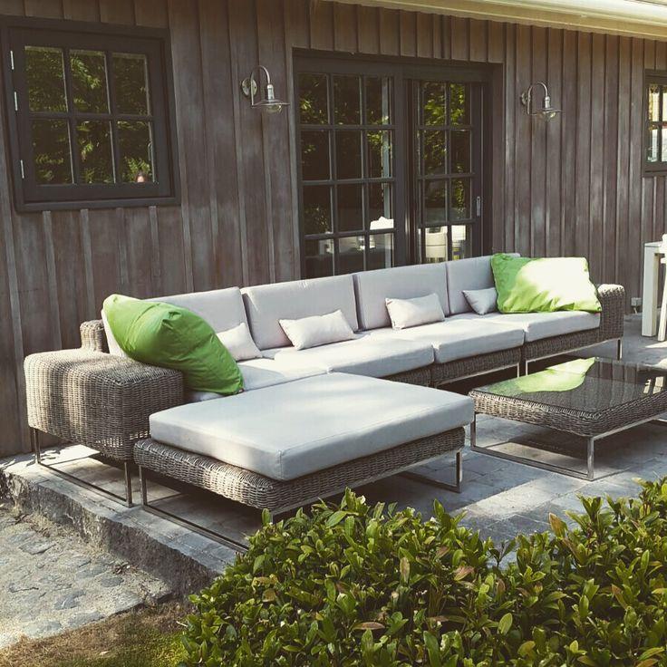 #loungeset#tuin#set#wicker#meubelen#terras#design http://m.arbrini.nl/loungeset-wicker/loungeset-lineo/rond-wicker-grijs/