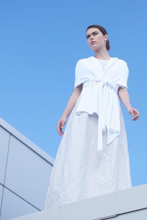 Купить НАКИДКА шаль из коллекции «…И ВХОДИТ ЖЕНЩИНА» от Lesel (Лесель) российский дизайнер одежды