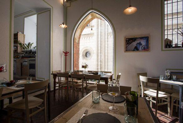 Una progettazione di arredo pensata per il contesto in cui il ristorante è inserito. In pieno centro storico di Pavia un capolavoro dell'architettura romantica. Arredo by Composita-Arredamenti.it