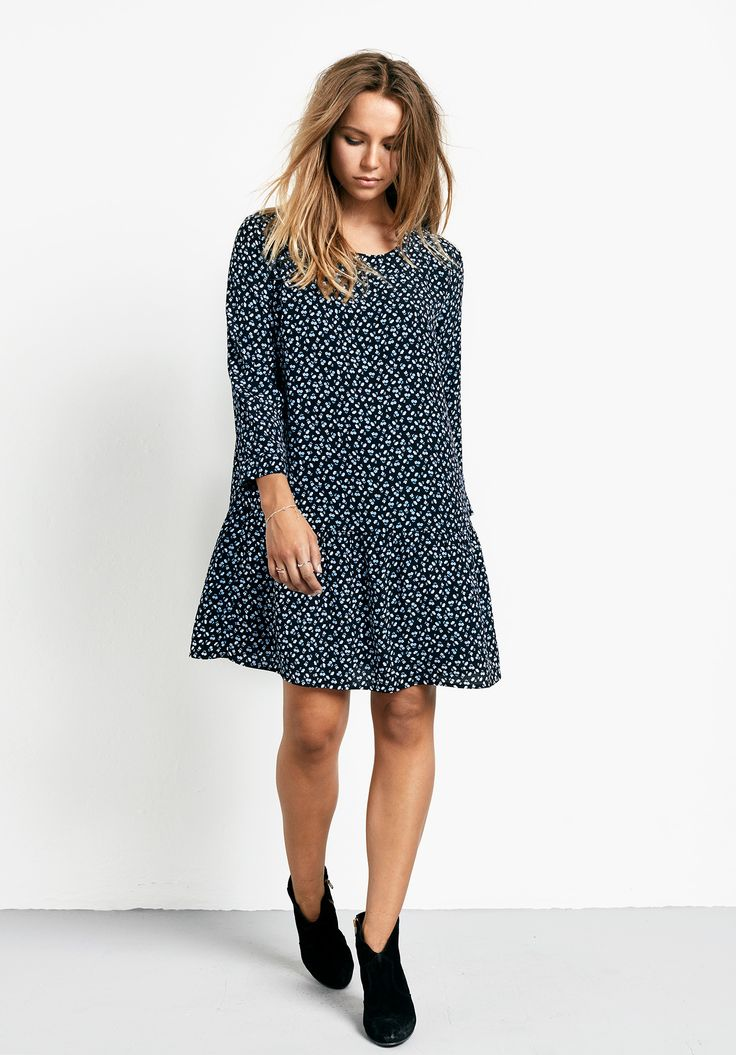 """This loose-fitting, drop waist dress with a chic ditsy print is so easy to wear. Just add our pointy flats for an effortlessly polished daytime look. •Gently gathered skirt. •Loose fit with a drop waist. •Button back closure. •Scoop neck with 3/4 length sleeves. •Model is 5'7"""" and wears size 8."""
