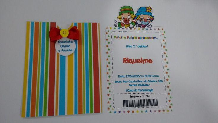 Convite Patati Patata personalizado em papel off set 180gr.  Acompanha tag do convidado, fita e botão.