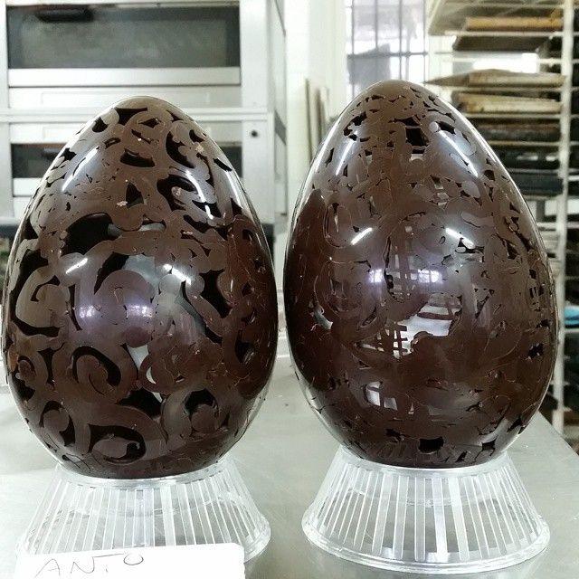 #dark #chocolate #cioccolato #fondente #instachocolate #instafood #foodporn #delicious #artisan #pasticceria #copello #chiavari #liguria #italy #yummy #visitriviera #easter #eggs #pasqua #uova #decorello #decoration#fragile #FragileFragile