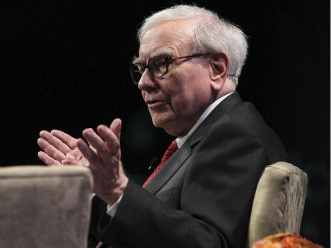 El multimillonario Warren Buffett liberó la información sobre el pago de sus impuestos luego de que Donald Trump lo acusara de utilizar vacíos en la ley fiscal para reducir el pago de sus contribuciones.