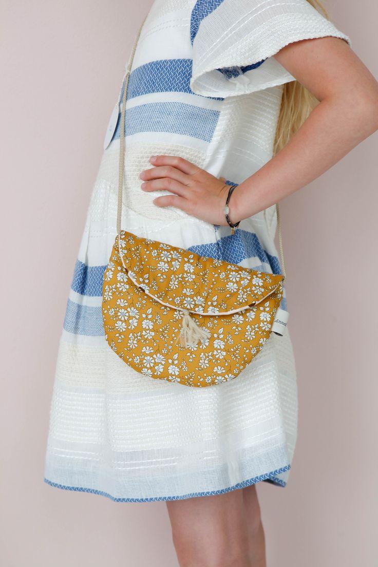 Bag in Liberty Fabric Lirumlarumleg.dk |   Photo and styling by Mathilde Andersson