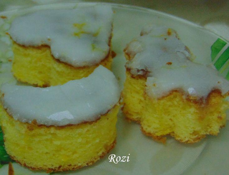 Hozzávalók: 6 tojás 20 dkg cukor 15 dkg vaj 20 dkg liszt 1 sütőpor 1 nagyobb citrom reszelt héja és leve Citrom...
