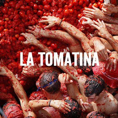 """Se celebra La Tomatina en Spain. Es el veintiocho de augusto. La celebración es sobre parada de """"el menor conejo"""". En el parada comenzar desde a luchar."""