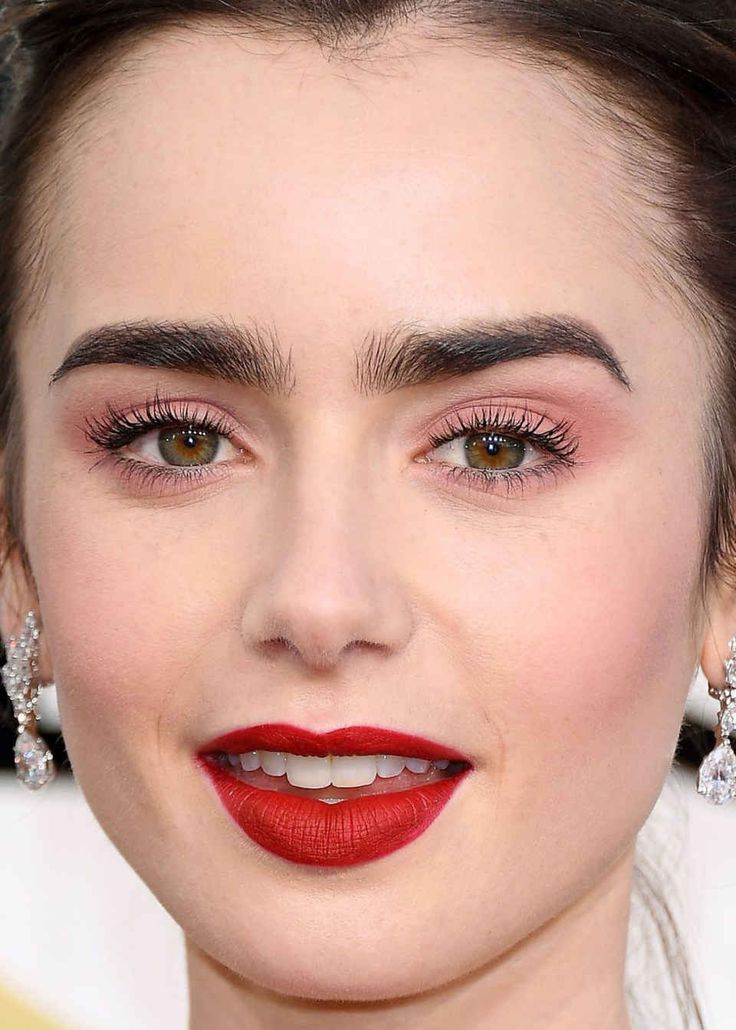 Close-up of Lily Collins at the 2017 Golden Globe Awards.