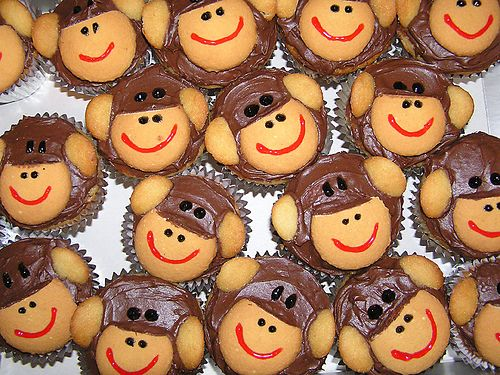 just used banana cake mix, store bought chocolate icing, large and small Nilla Wafers (sliced as you see it in the picture) and red and black icing tubes.Monkey Cupcakes! | Flickr - Photo Sharing!