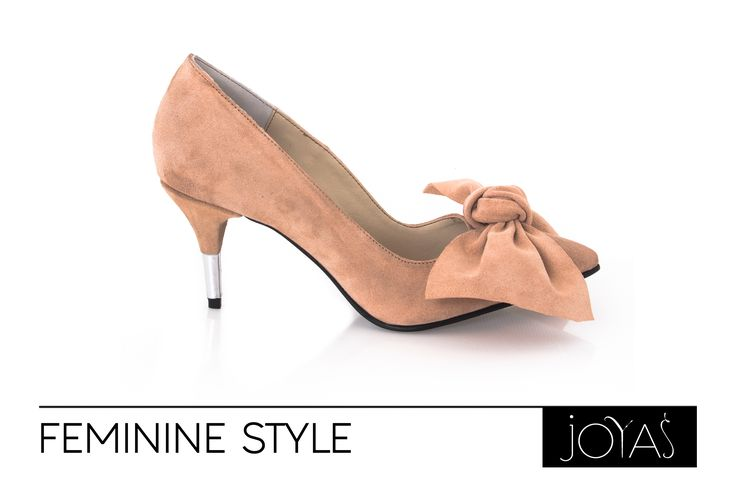 Give your outfits a more elegant and feminine look with the light pink Eris shoes by Joyas.