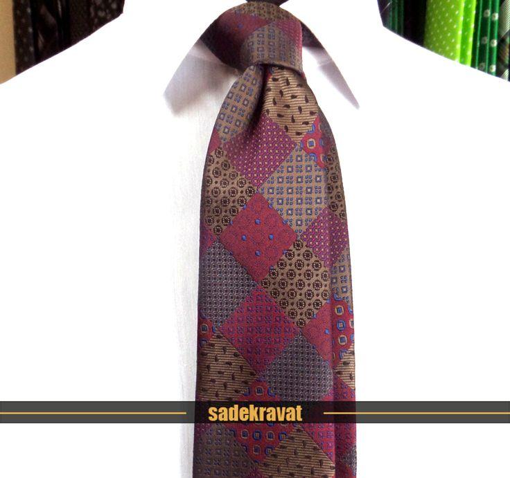 Bordo Kahve Mavi Özel Desenli Kravat 5751  http://www.sadekravat.com/murdum-kahve-mavi-ozel-desenli-kravat-5751   ww.sadekravat.co... #kravat #kravatım #kravatmodelleri #tie #tieoftheday #pocketsquare #örgükravat #ketenkravat #ipekkravat #slimkravat #ortaincekravat #incekravat #gömlek #ceket #mendil #kravatmendilkombin #ofis #bursa #türkiye #çizgilikravat #şaldesenlikravat #ekoselikravat #küçükdesenlikravat #düzkravat