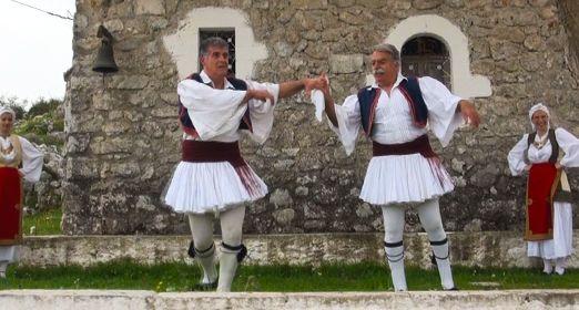 Ο Νίκος Σκεπετάρης & ο Σπύρος Σάντας χορεύουν στον Άγιο Δονάτο. 20/12/2013.