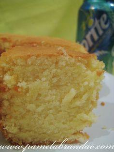 Pão-de-ló de Refrigerante de Limão Gente, que bolo é esse, nunca havia ouvido falar em bolo com refrigerante, até que vi esta receita, e como dizia que era um pão de ló perfeito, lógico que eu iria testar, ainda mais sendo com Sprit...