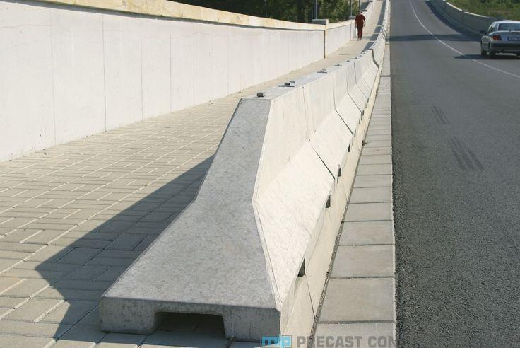 Kami menyediakan beton pembatas jalan yang sering kali juga di ucap dengan road barrier atau traffic barrier. Road barrier yang kami tawarkan berstandart SNI. Diproduksi khusus untuk mengendalikan jalan pada lalu lintas jalan yang macet maupun sebagai penghambat jalan. Dengan tenaga kerja ahli yang dimiliki, kami yakin sanggup menjawab tiap-tiap kebutuhan road barrier pembatas jalan …