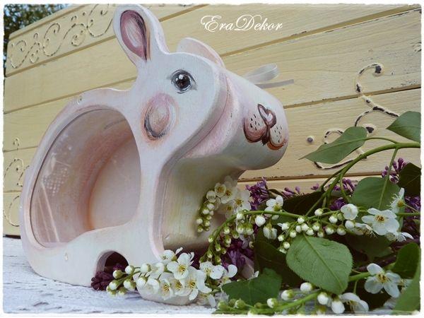 Húsvéti nyuszi persely. További információk katt a linkre >> http://eradekor.hu/malacpersely-allatpersely-kezmuves-ajandek-gyerekeknek/