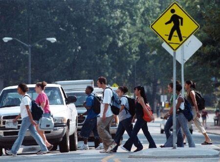 peatones- pedestrians