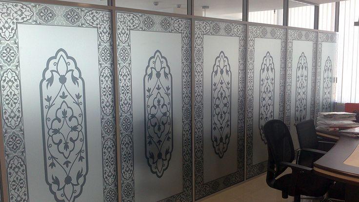 Матирование стекла офисных перегородок, уникальный дизайн и материалы, работы по нанесению