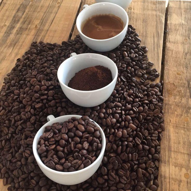 LA NOSTRA MISCELA UNICA PER DARVI LO SPRINT DEL VENERDÌ!!! ☕️☕️☕️☕️☕️☕️ #coffee #caffè #caffe #caffeine #caffeineaddict #friday #fridaymood #goodmorning #goodmorningpost