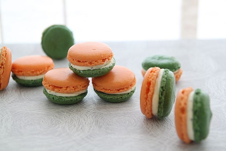 Tri-coloured patriotic macarons for an Indian party