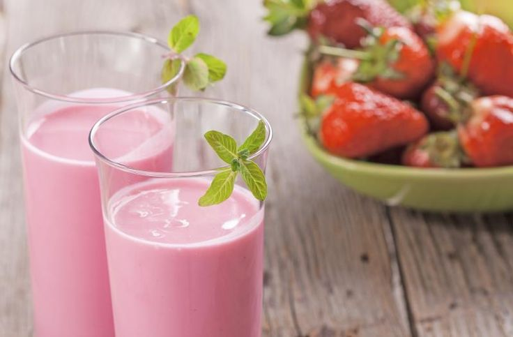 How to Make a Strawberry Smoothie Without Yogurt