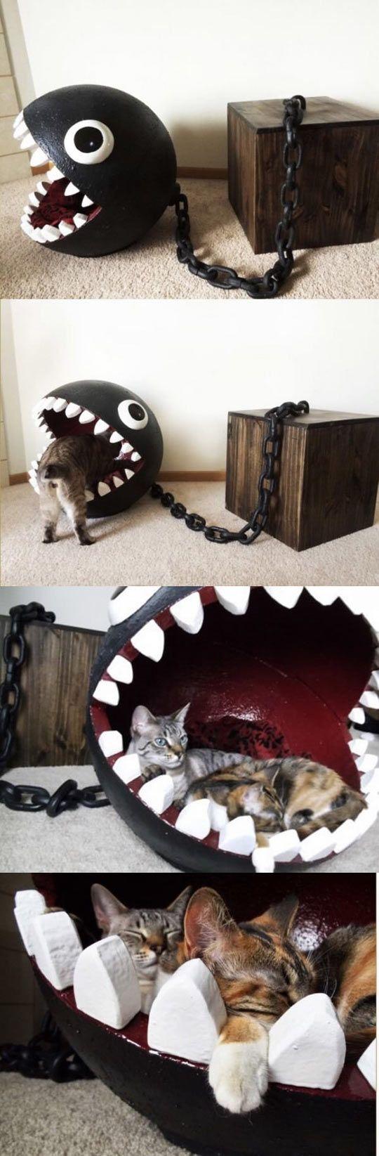 Alternativ als Hai mit Flossen aus Pappkarton